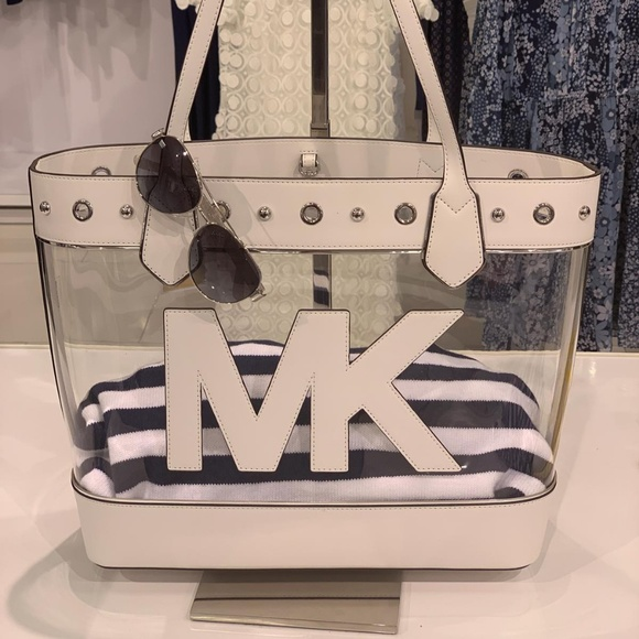 1266b788c78b Michael Kors Bags | Montauk Large Optic White Tote | Poshmark